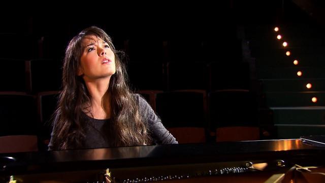 Alice Sara Ott playing For Elise-2